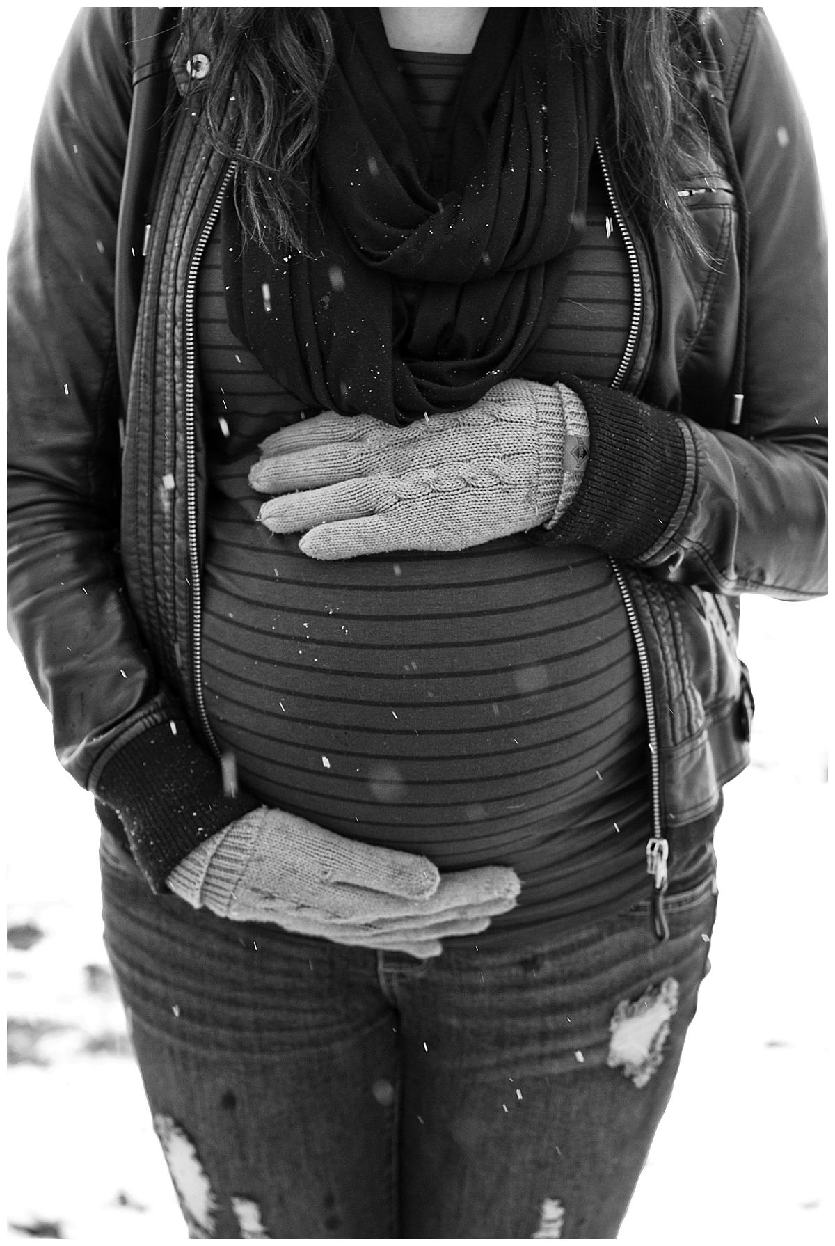 winter-maternity-kelowna-photographer_0205